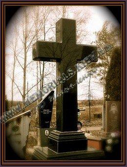 Надгробный памятник крест